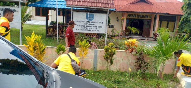 Jumat Sehat, Personel Polsek Lobalain Bersih – Bersih Mako
