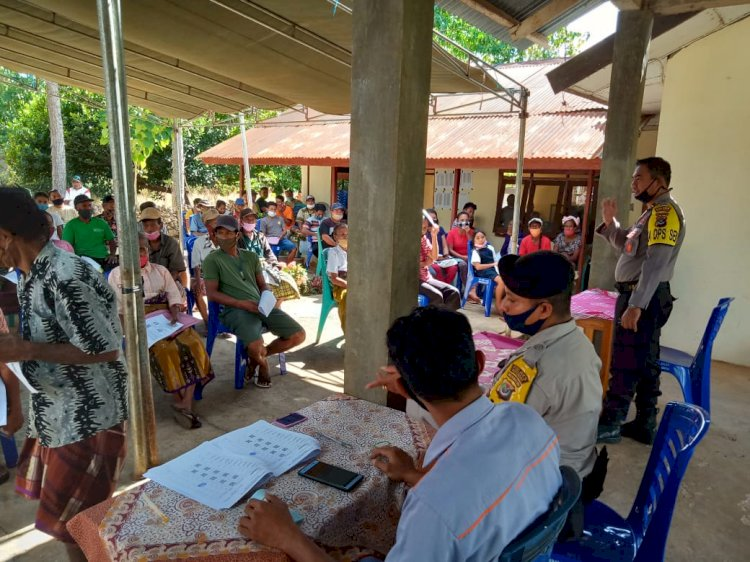 Bantuan Sosial Tunai, Polsek Lobalain Kawal Dan Pantau Pendistribusian