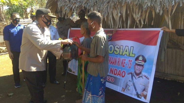 HUT RI Ke – 75, Polres Rote Ndao Kembali Salurkan Bantuan Sosial Ke Warga Yang Membutuhkan