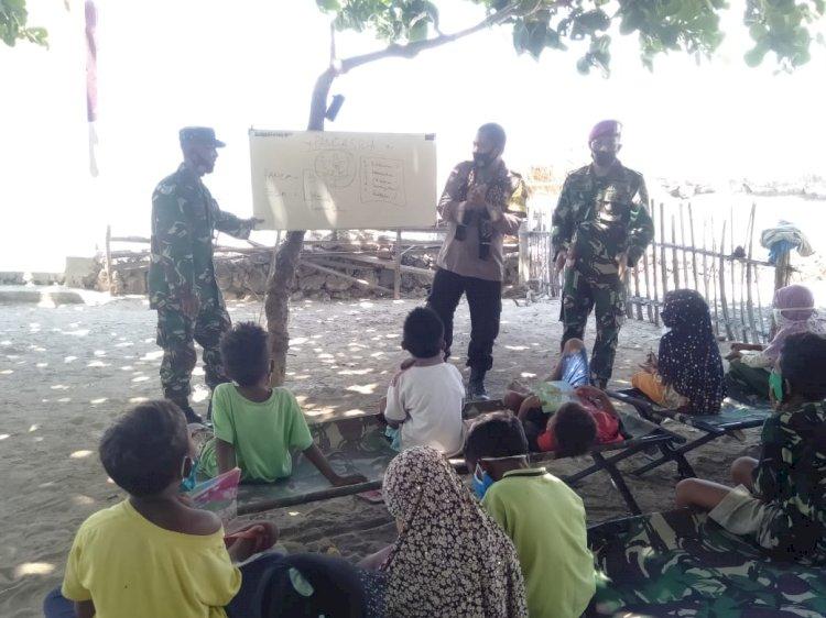 Sinergitas TNI – Polri Penjaga Perbatasan, Berikan Bimbingan Belajar Kepada Anak-Anak Pantai