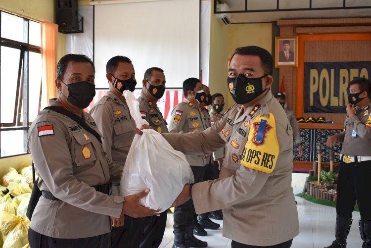 Peduli Bencana, Polres Rote Ndao Salurkan Bantuan Ke Warga Terdampak