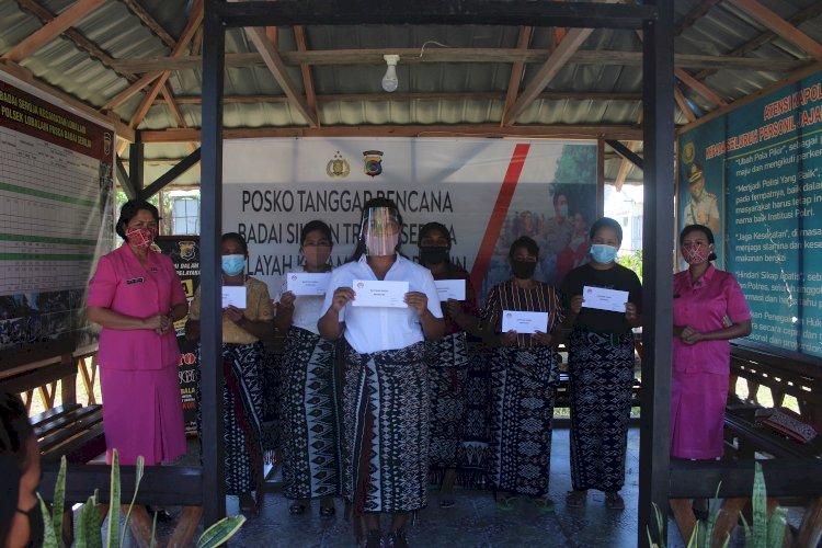 Bhayangkari Cabang Rote Ndao Serahkan Bantuan Ibu Tito Karnavian