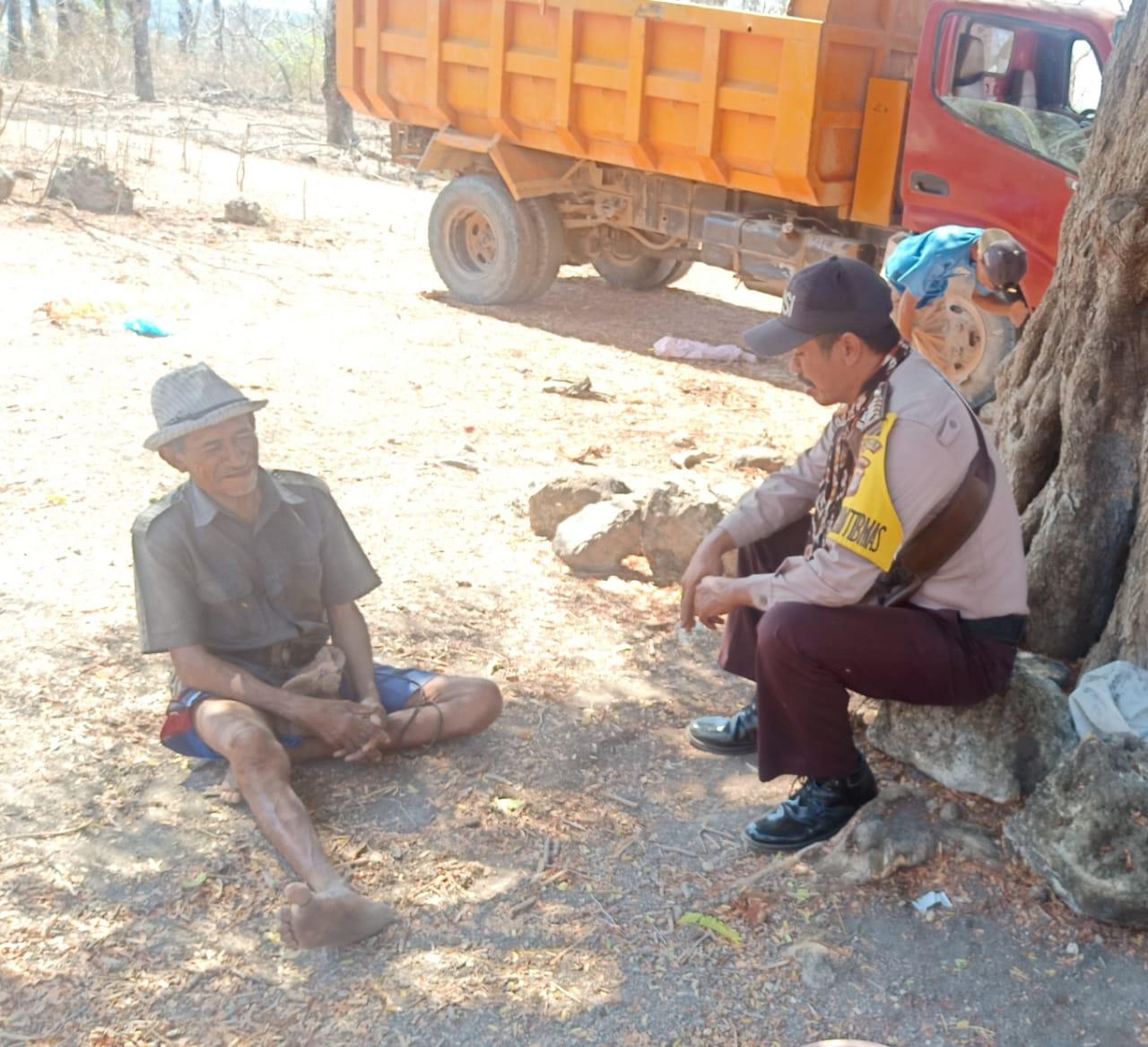 Sambangi Warga, Bhabinkamtibmas Polsek Rote Barat Laut Berikan Himbauan Kamtibmas